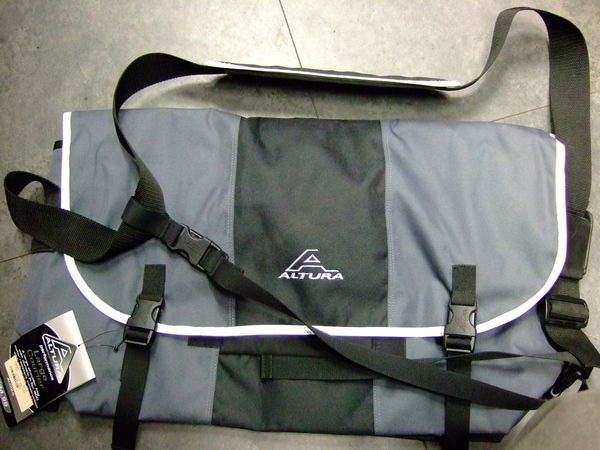ALTURA Courier Bag Large click to zoom image